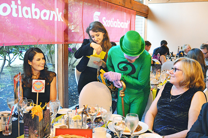 Lois Lane and The Riddler with Elements Casino guests